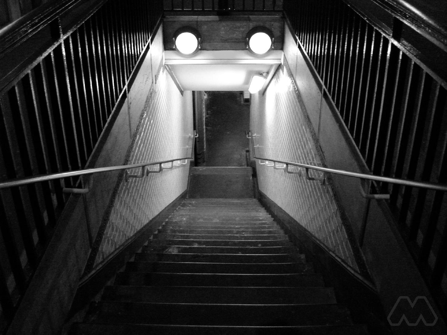 Discesa metro a Parigi